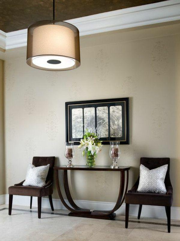 Flur Einrichtung Idee - Eleganter Kronleuchter Und Zwei Stühle