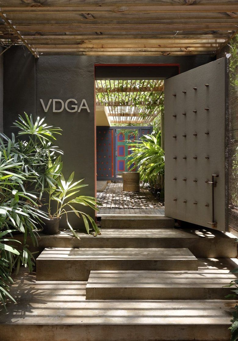 Vdga office picture gallery indian ethnic home decor for Staircase ideas near entrance