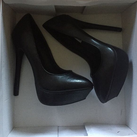 Steve Madden Pumps Black Steve Madden pumps! Brand new, never worn! Size 7! Steve Madden Shoes Heels