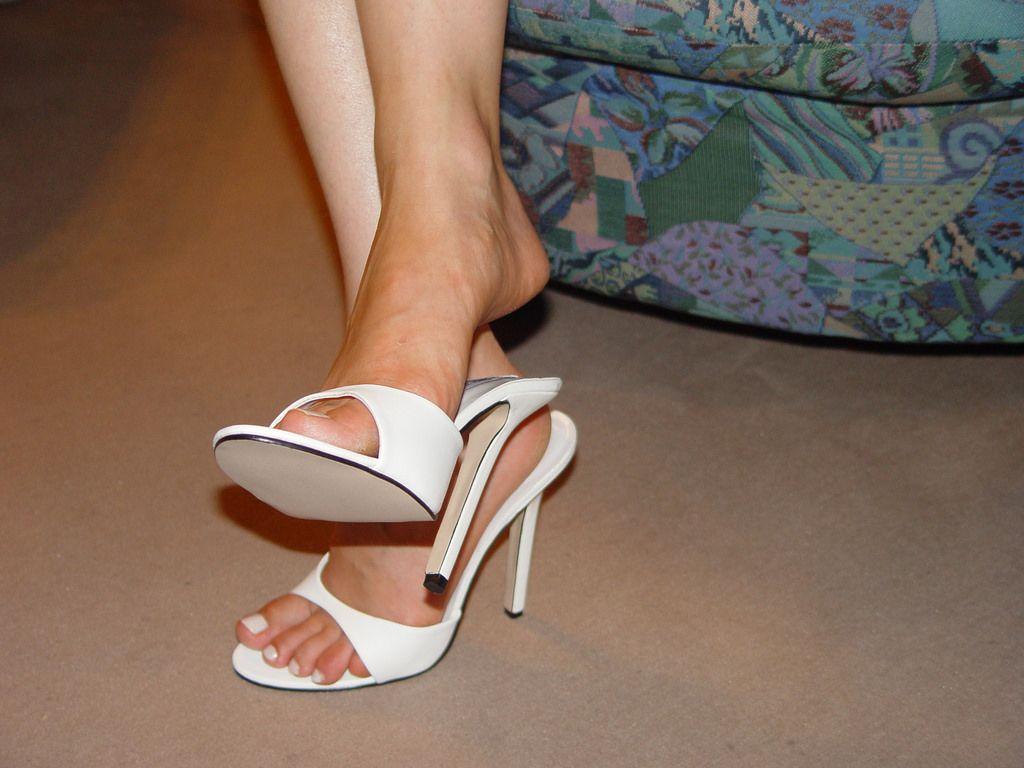 5f16e8e7eb pic0092 (KnulliBulli) Tags: heels highheels mules slides nylons toes fuss  füsse legs pantoletten