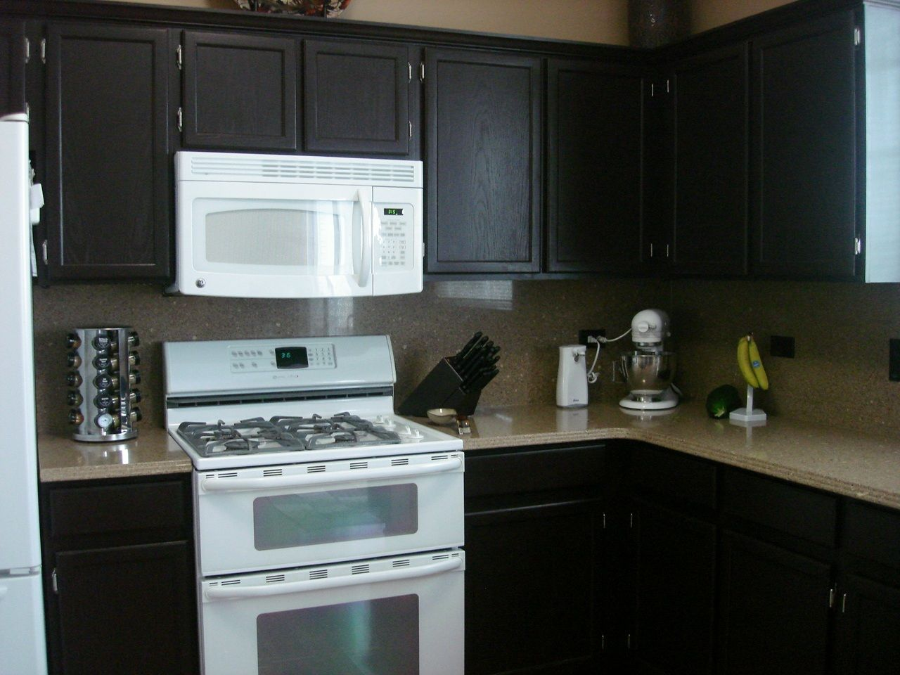 Rustoleum Cabinet Transformations Covering Our 70s Bright Yellow Countertops With The Onyx Soon