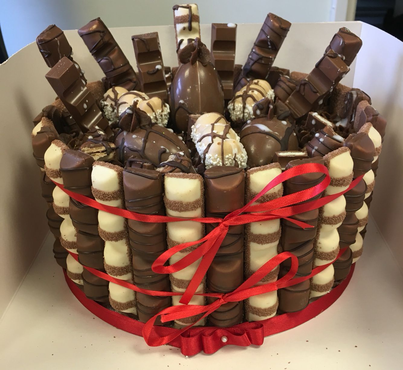 Kinder Bueno / chocolate / hippo / kinder egg cake made