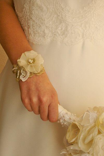 Armband+für+Braut,Hochzeit,Spitze,gold,creme,ivory+von+marias-design+auf+DaWanda.com