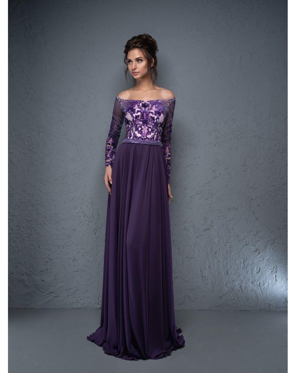Dlhé fialové plesové šaty s dlhými rukávmi. Zvršok je vytvorený z  neopakovateľnej látky so vzormi. eeff7d275ae