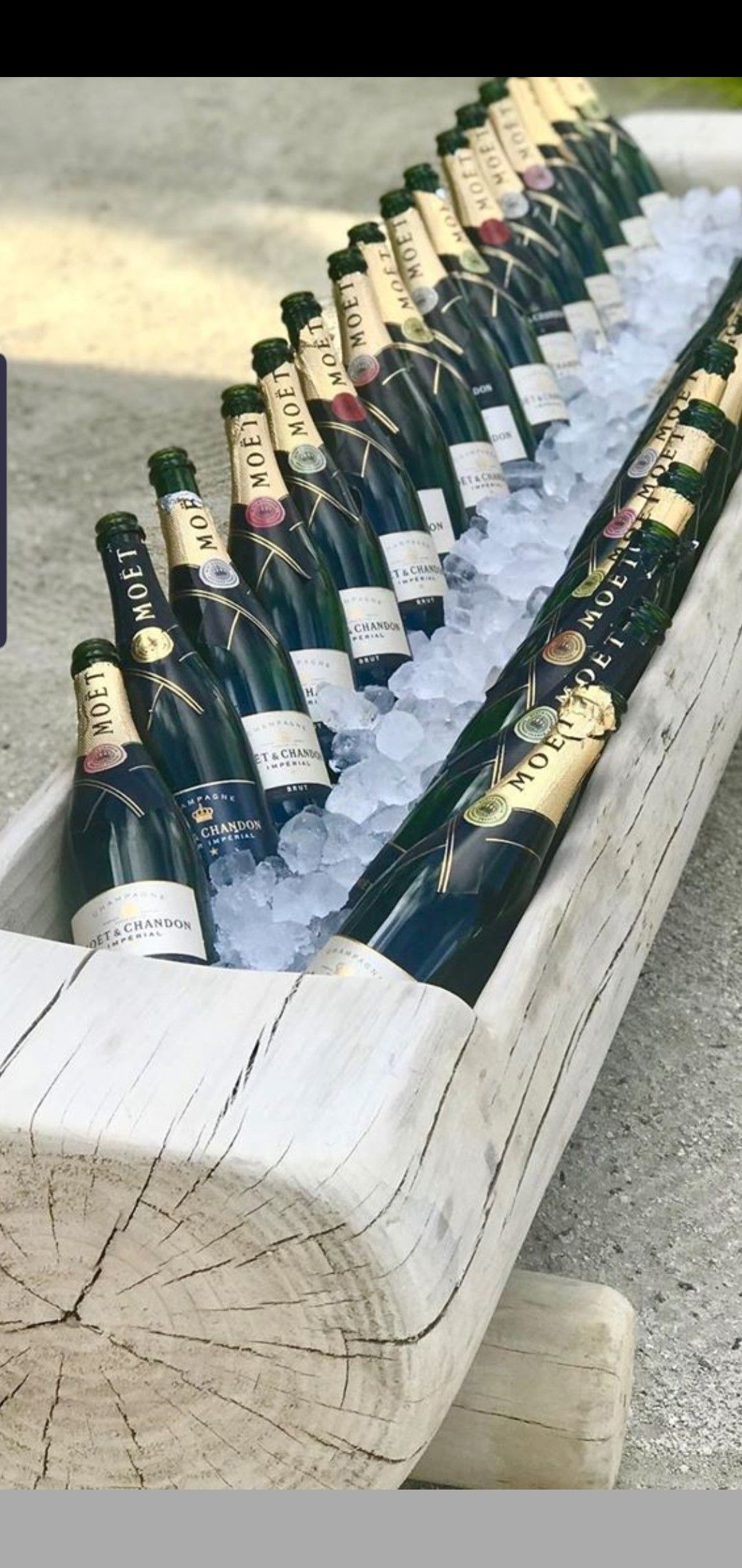 Champagne log - 16 bottles each side for first guest ...