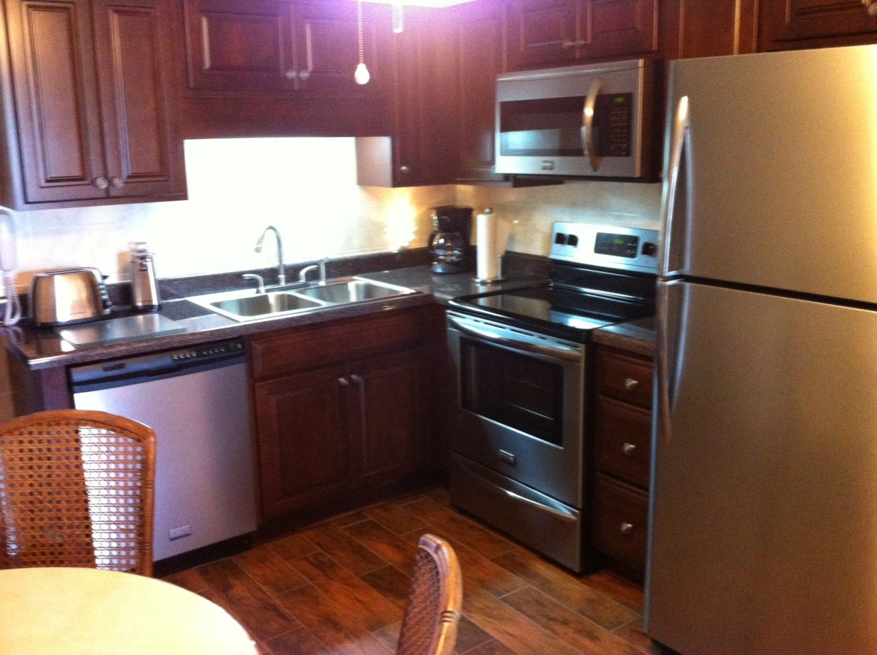 Kitchen Is Brand New W New Cabinets Stainless Steel Appliances Southpointe Villas Unit 6 Available For S Condos For Rent New Kitchen Cabinets Condo