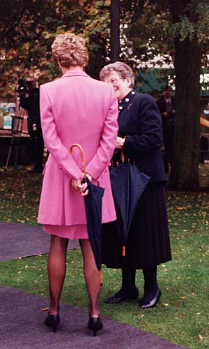 October 12 1993 Diana Opens Edward House A Centre Which Supported The Families Of Patients At Birmingham Children S Hospital Diana Visits The Sunrise Chil Diana,American Airlines Baggage Allowance To Mexico