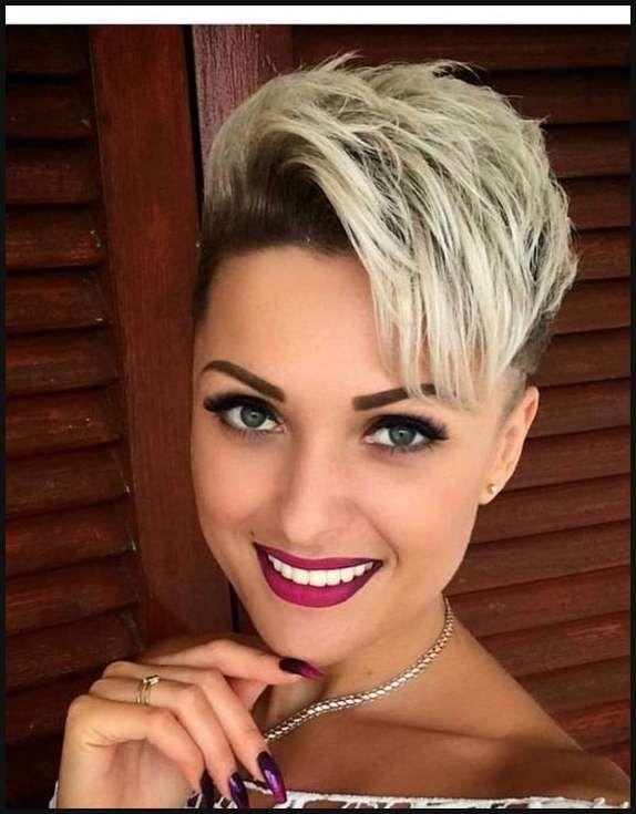 Ein Hasslicher Ansatz Blonde Haare Mit Einem Dunklen Ansatz Einfache Frisuren Short Hair Styles Hair Styles Hair Lengths