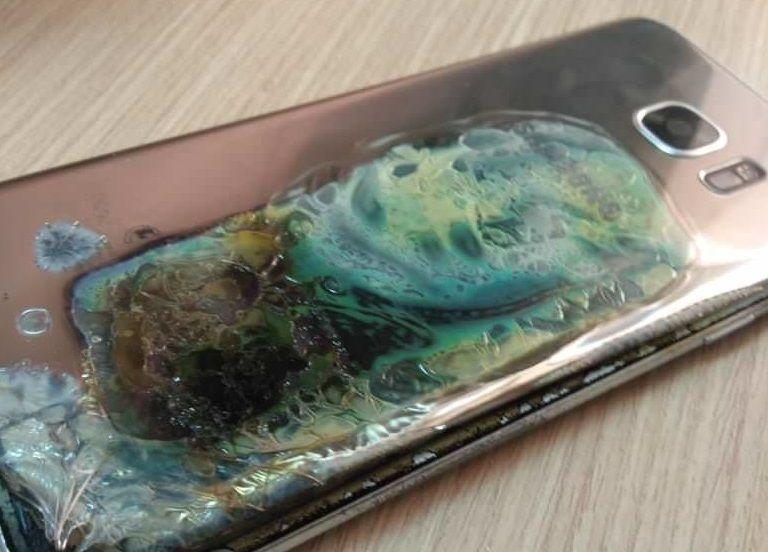 بالصور جوال جالكسي S7 ايدج يشتعل بالنيران فجأة مما أعاد ذكريات كارثة نوت 7 Samsung Phone Samsung Galaxy S7 Edge Samsung