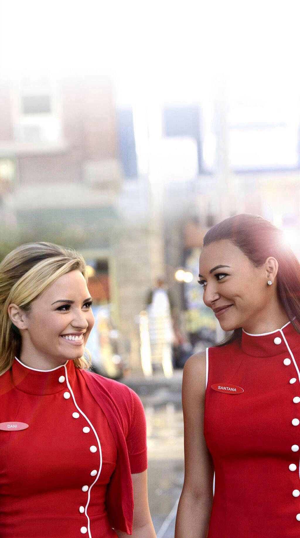 Demi Lovato Shares Lesbian Kiss on \'Glee\' | Glee and TVs