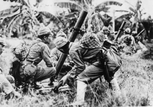special naval landing force soldiers using a Type 97 81 mm infantry mortar during (buna-gona 1942)