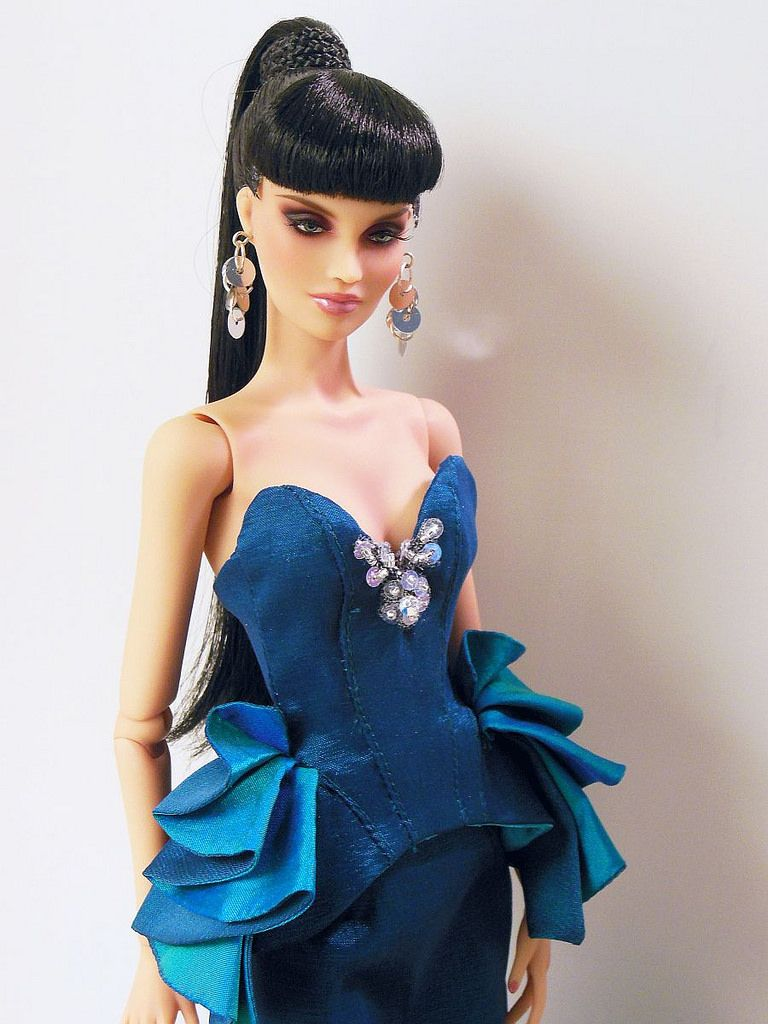 COCKTAIL BARBIE DOLL PROMENADE IN THE PARK BLUE /& BLACK EVENING DRESS CLOTHING