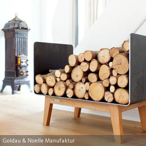 Das Kaminholzregal Ferra vereint den industriellen Charme von rohem Stahl mit der Natürlichkeit edel verarbeiteten Massivholzes. Durch das kompakte Design…
