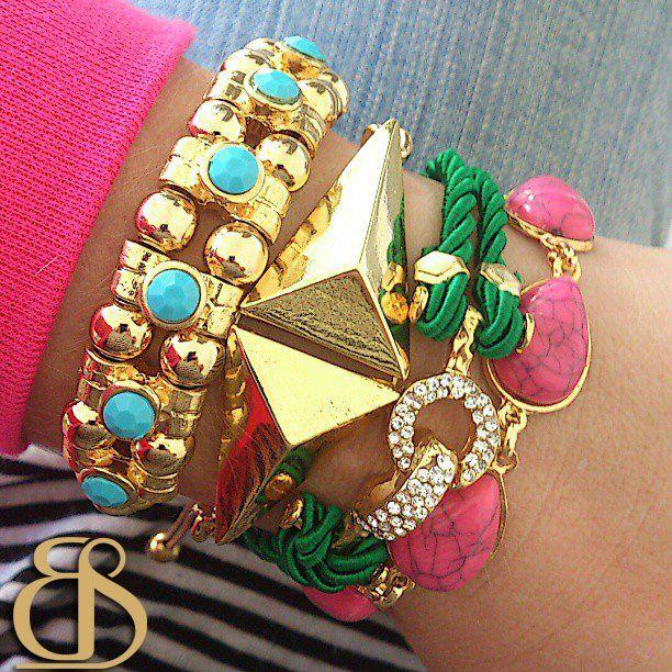 Pulseirismo Beth Souza Acessórios.  www.bethsouza.com.br  Arm party, bracelets, pulseira, pulseiras, spikes, pink, esmeralda