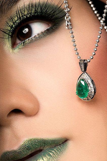 emerald eyes and lips...  #mirabellabeauty #emerald
