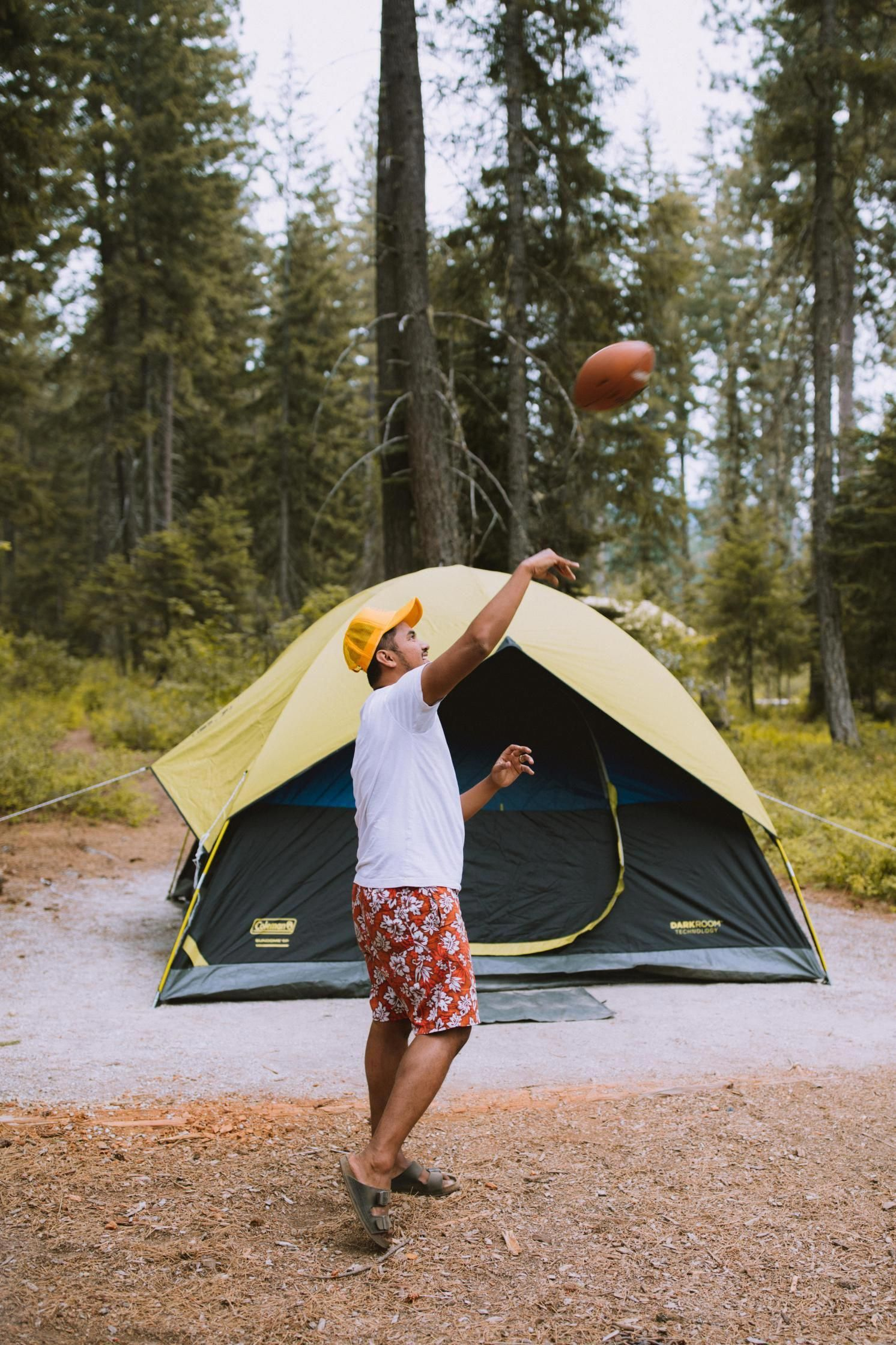The 10 Basic Essentials You Need On Every Camping Checklist #essentialsforcamping