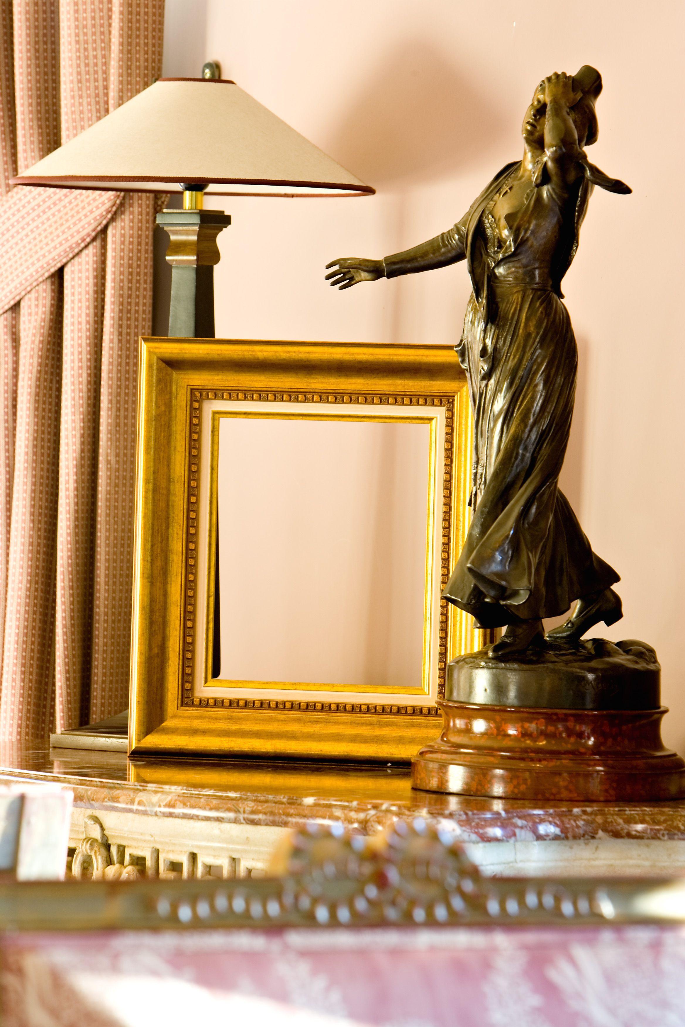 Encadrement D Art Label Art Fabrique En Provence Encadrement Cadreprovence Labelart Www Label Art Fr Cadre Tableau Encadrement Peinture Sur Toile