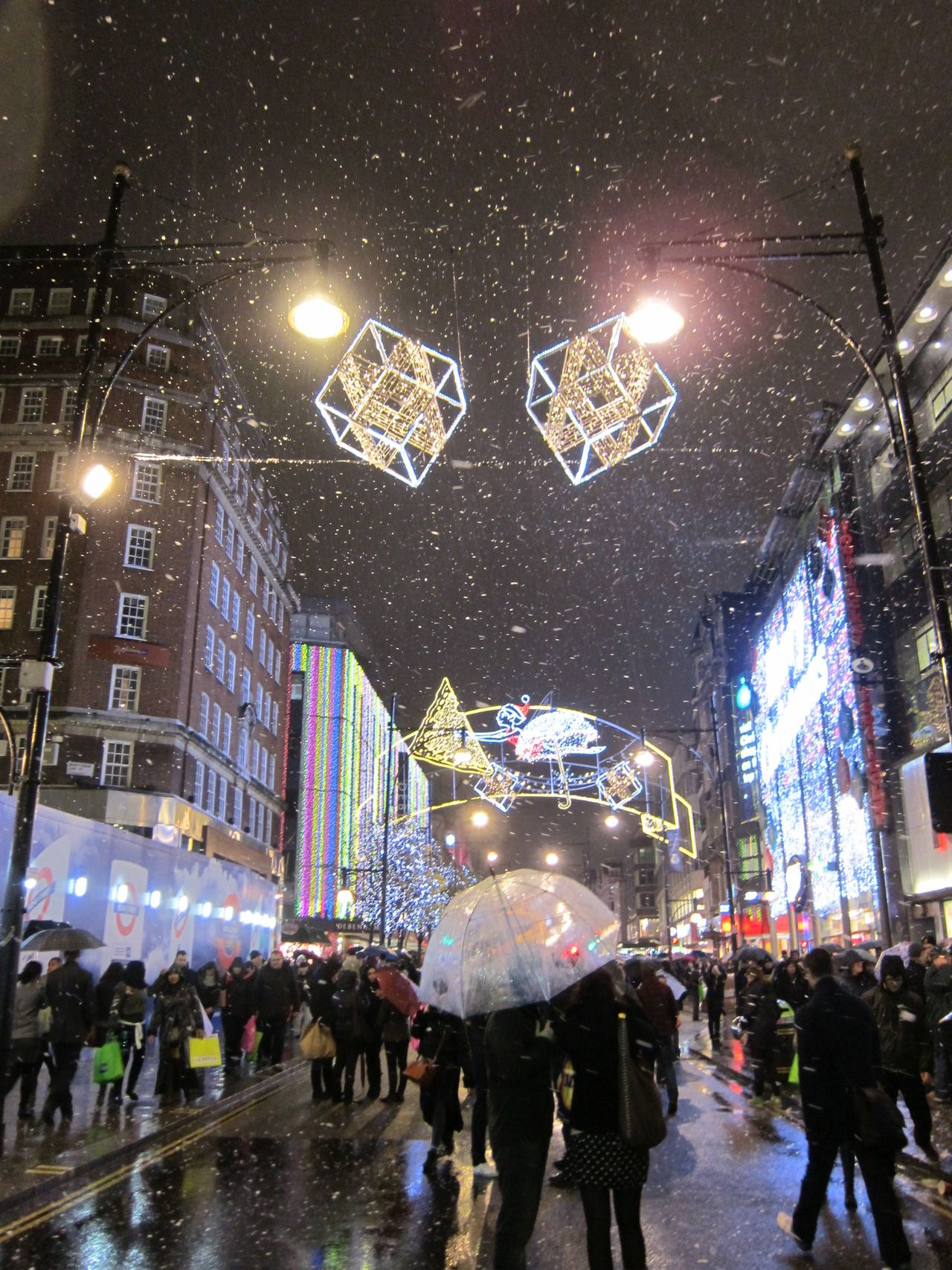 Fake Snow And Christmas Lights Oxford Street London London Dreams Dream City London