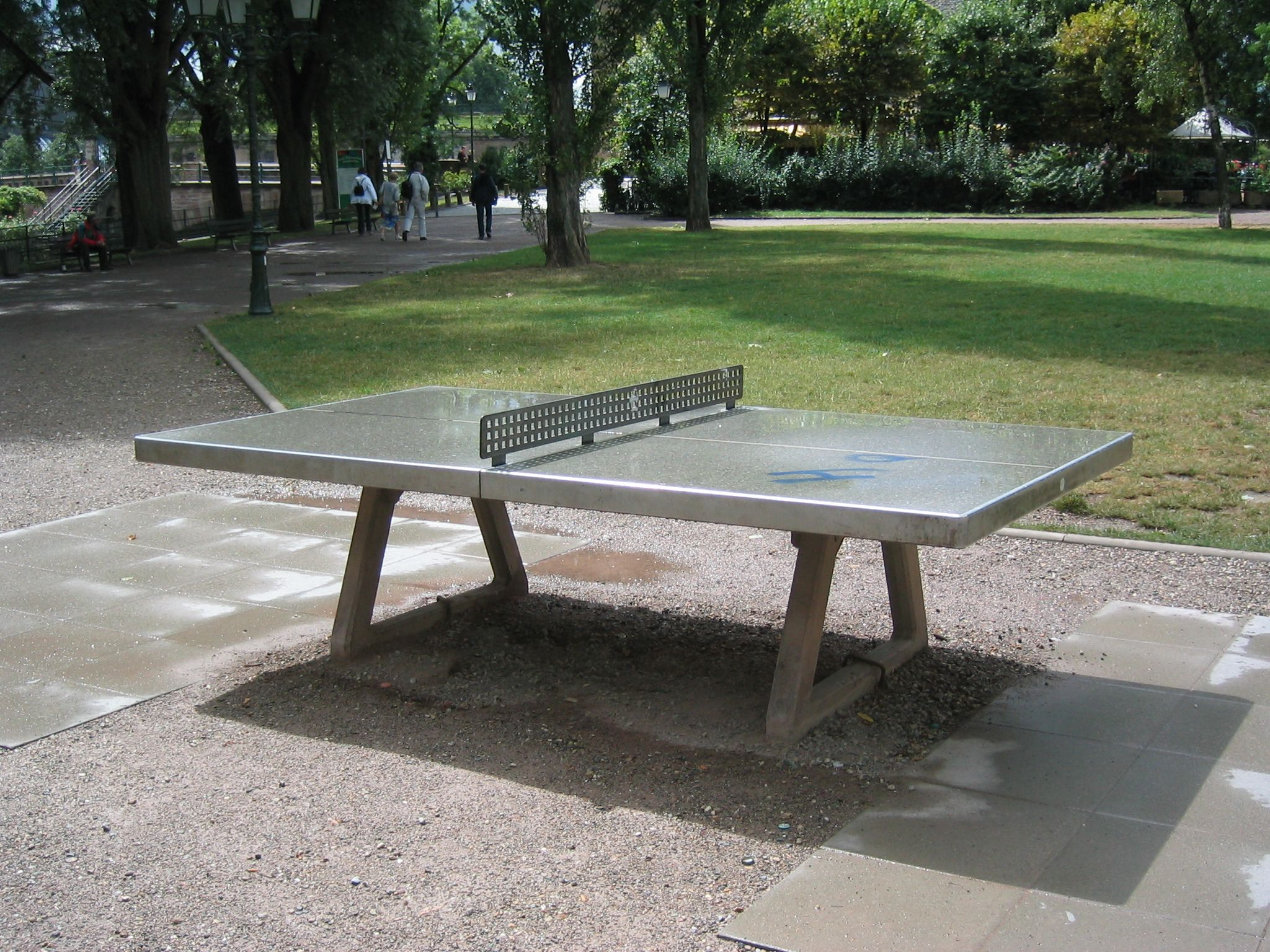 Have fun in a park with a ping pong table Concrete decor