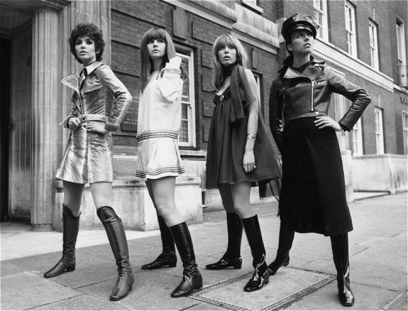 Préférence Boots fashion girls of years 60s 70s • Moda stivali e minigonne  DW52