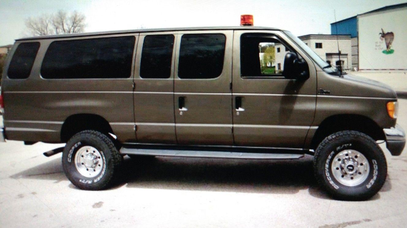 Pin By Bill Jakob On 4x4vans Ford Van Cool Vans 4x4 Van