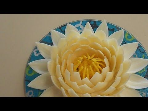 White chocolate flower and chocolate centrepiece from Alistair Birt, head chocolatier - YouTube