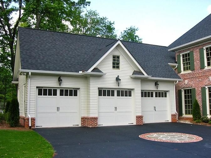 Functional Detached Garage Plans With Bonus Room And Bathroom Luxury Traditional White Detached G Carriage House Plans Garage Apartments Carriage House Garage