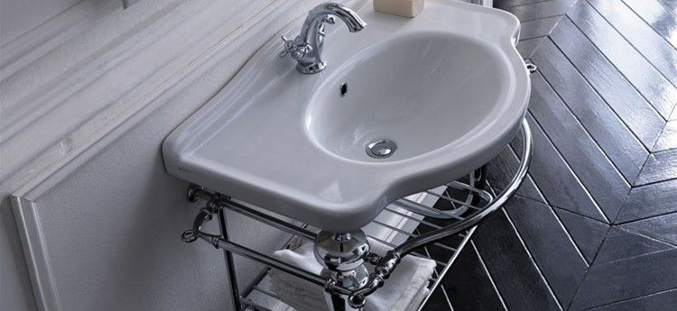Ethos - the sanitary wares are the original traditionally styled and the wc can be completed with the high or low level cistern ---- Ethos - En Bloque Baño