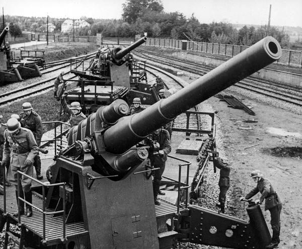 Bateria Alemana sobre railes del 150 mm