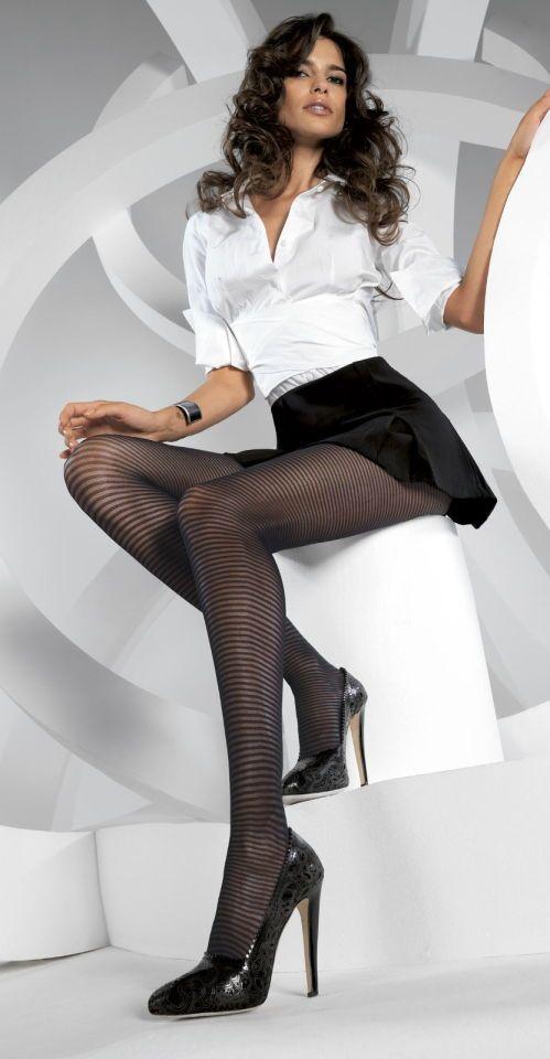 Heiße Sekretärin in Strumpfhosen