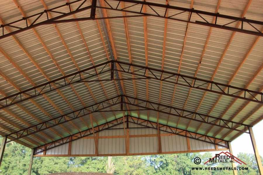 Wood Purlins With Metal Truss Building A Pole Barn Pole Barn Homes Roof Trusses