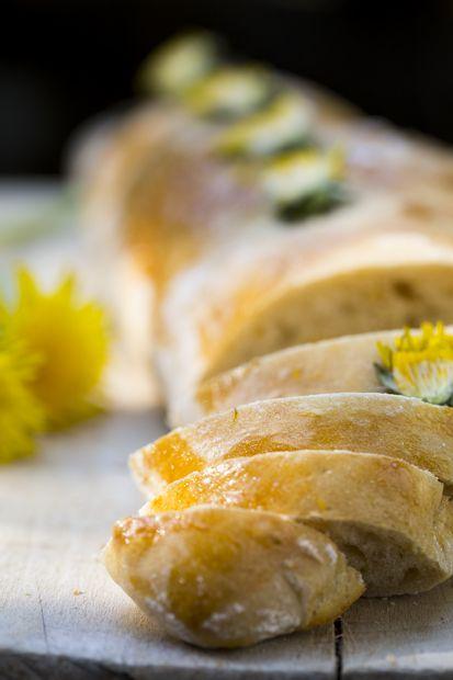 Dandelion bread. http://www.jotainmaukasta.fi/2015/05/21/voikukkaleipa-ja-levite-ruskistetusta-voista/
