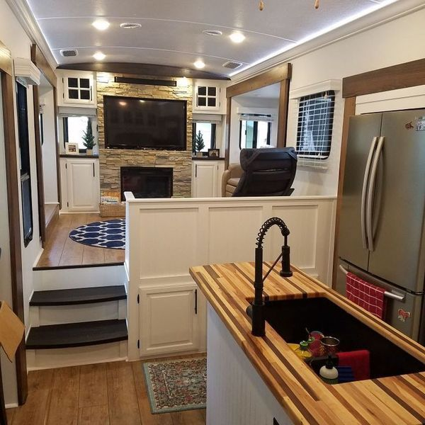 10 Creative Camper Remodel Ideas - decoratoo #rvliving