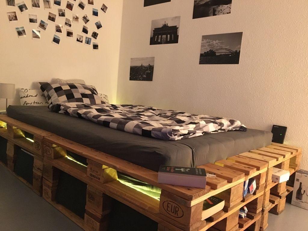 Palettenbett Mit Led Und Stauraum Selber Bauen Diy Bett Palettenbett Bett Aus Paletten Europaletten Bett