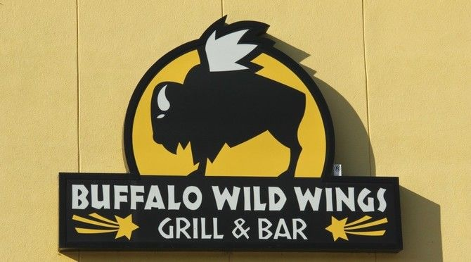23 Things Buffalo Wild Wings Servers Wish Customers Knew - There\u0027s