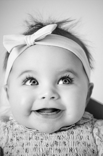 Jolie frimousse #cute baby girl #black and white baby pic