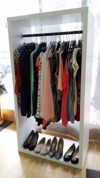 Beautiful freistehende Kleiderst nder f r Boutique Laden oder auch f r zuhause als begehbarer Kleiderschrank oder als Garderobe am Eingang Kleiderst nder kosten je