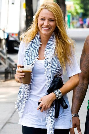 I love her scarf. bcb84be23