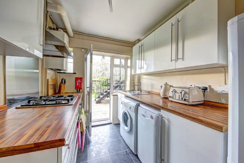 2 bed flat SW London with parking Apartments for Rent