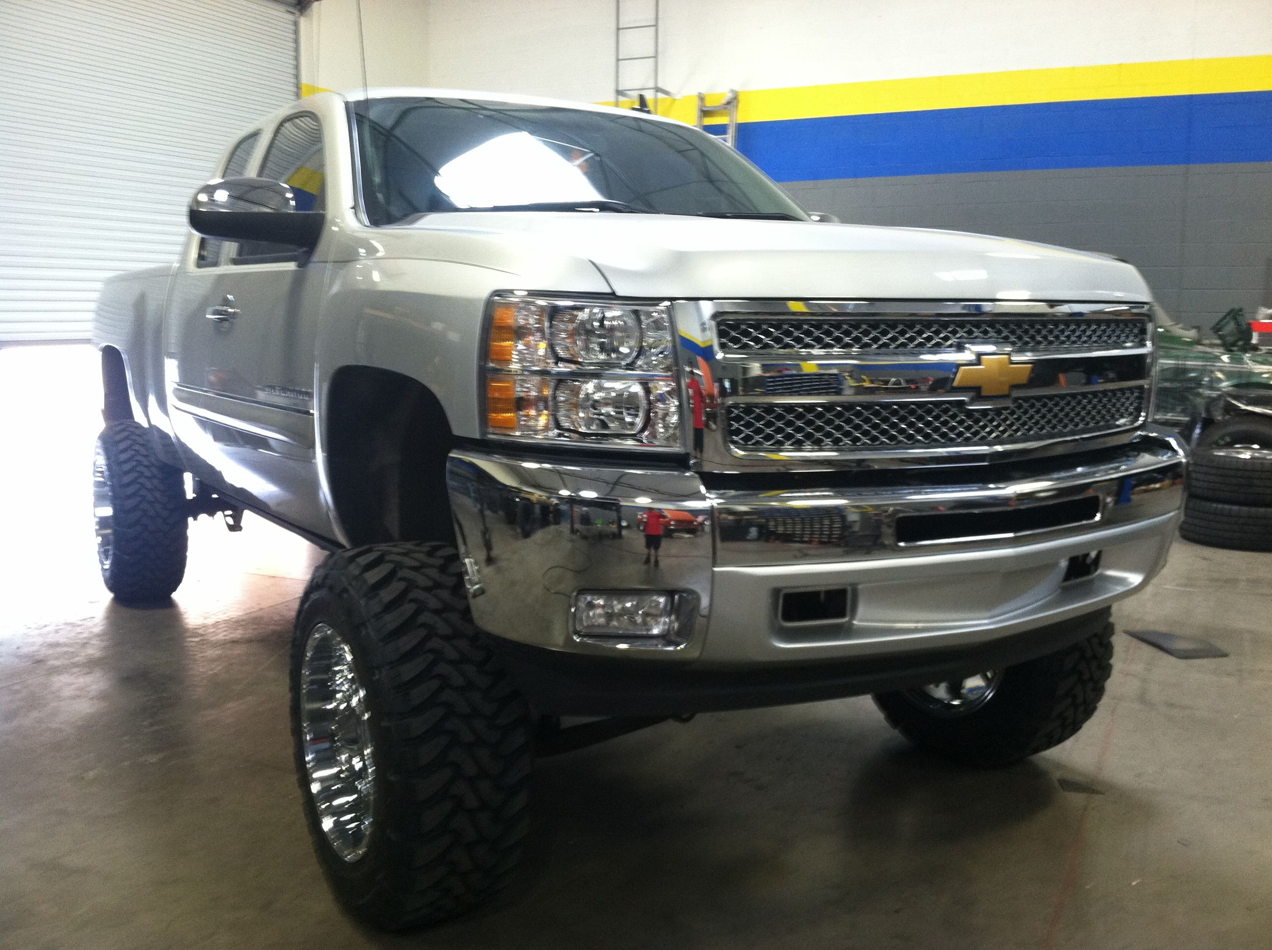 2012 chevy 1500 6inch lift kit with 3 inch body lift 35 tires 20