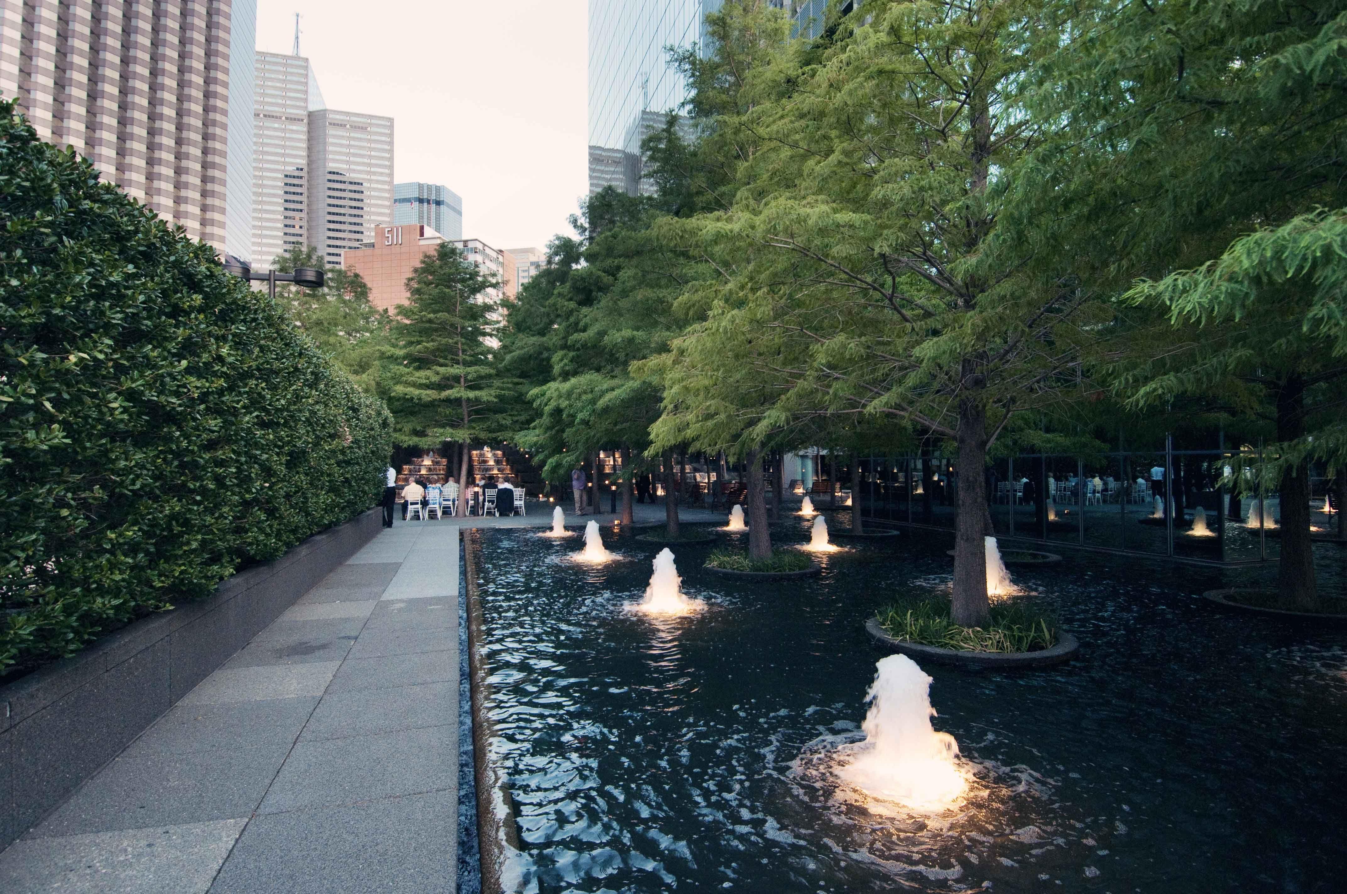 Avanti fountain place dallas texas landscape architect for Place landscape architecture