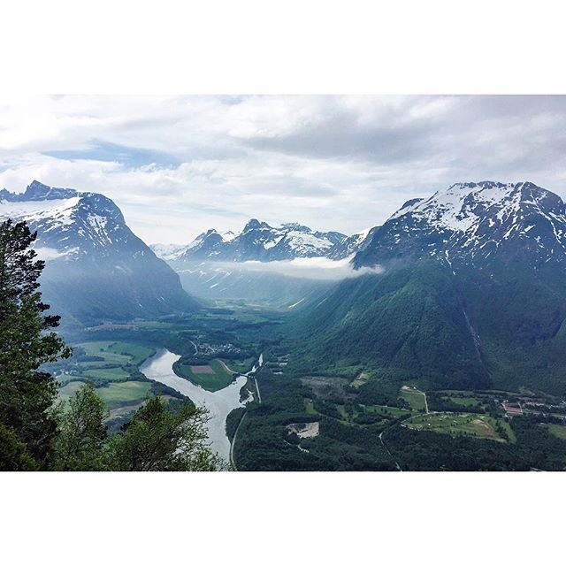one of the spectacular views going up to #rampestreken i referred to in my last post. this was very close to the viewpoint but the clouds didn't completely cover the peaks just yet. totally worth the hiking up. #åndalsnes #visitnorway about the trail: the lady at the place where i stayed suggested i try it here, saying it would take about an hour for a moderately fit person to get to the viewpoint; two hours for herself, and 20 minutes(!) for some of her super fit friends. it took me nearer…
