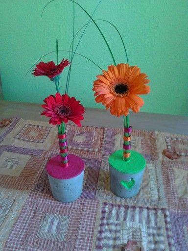 Blumendeko im Beton