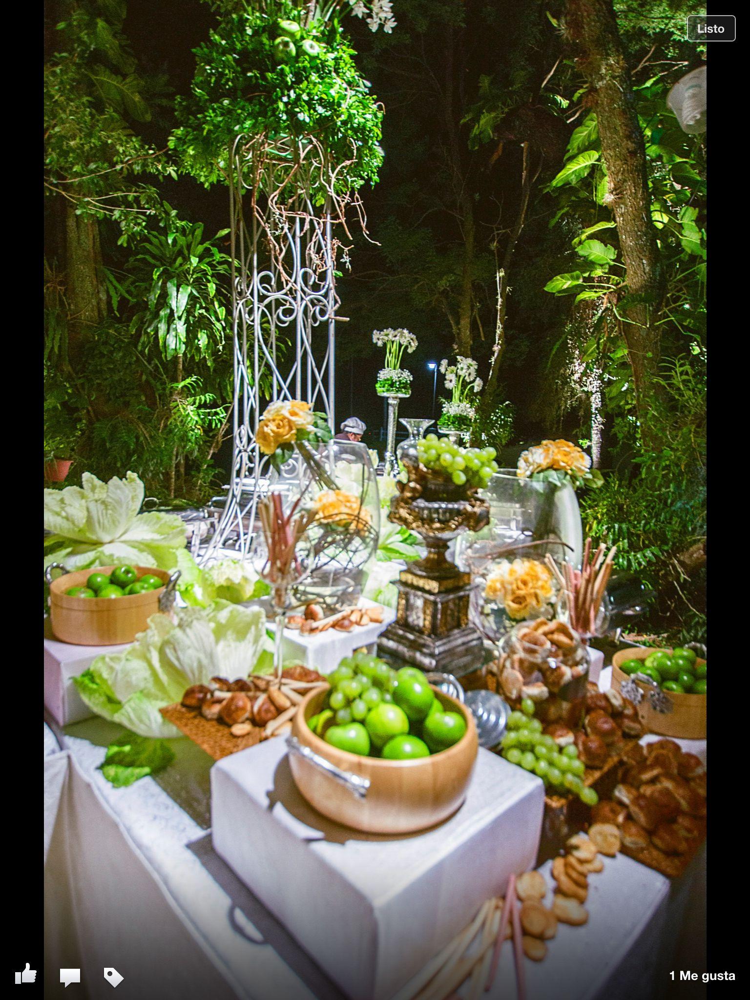 Buffet mesa en boda al aire libre  Bodas en Paraguay