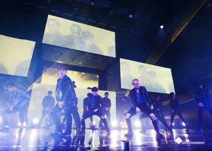 특히, 이번 콘서트에선 지난 정규앨범 타이틀 'SKYDIVE'의 완전체 무대!! 방리더까지 함께하니 감동이 두배 세배 네배~였죠?!