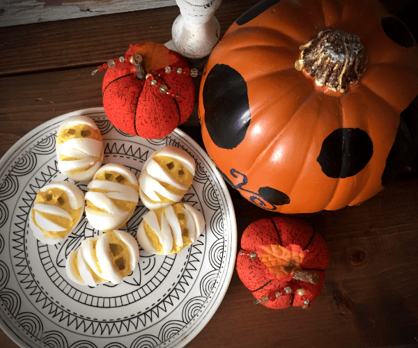 Halloween Deviled Egg Mummies #halloweendeviledeggs