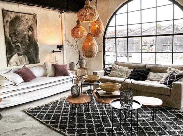 Canapes Sur Mesure En Lin Lave Beige Expose A La Maison Pernoise A Montpellier Deco Canape Gris Salon Canape Beige Canape Beige