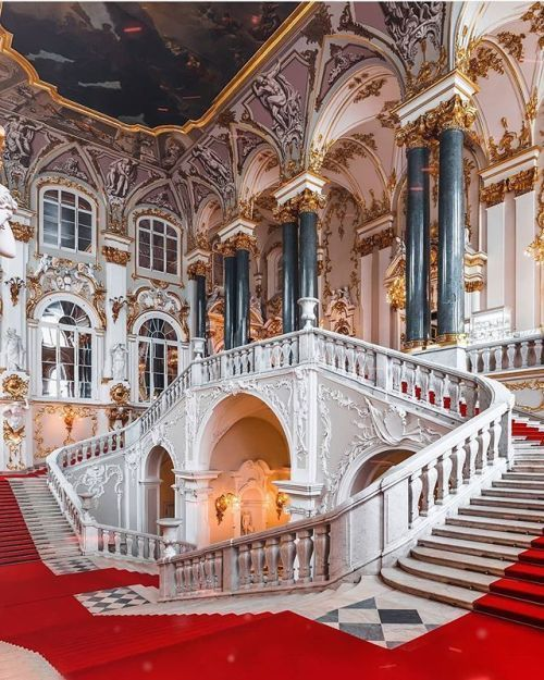 Petrodvorets The Summer Palace Saint Petersburg Russia (via Inside The Summer …