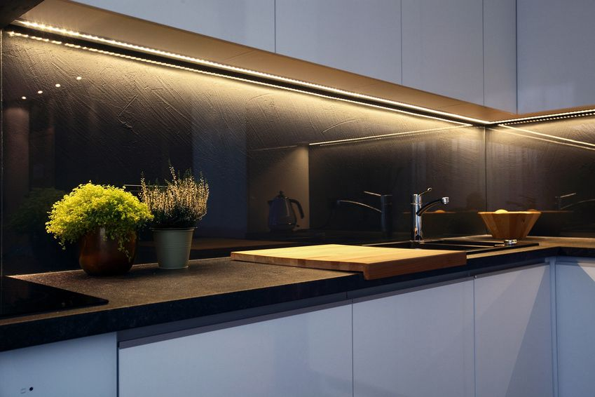 Schwarze Küchenrückwand aus Glas mit Struktur Edel