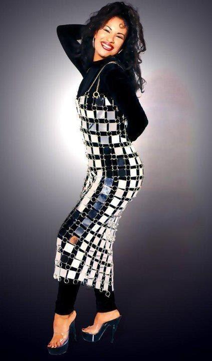 fd0b29bc11e 20 Of Selena Quintanilla  39 s Iconic Outfits